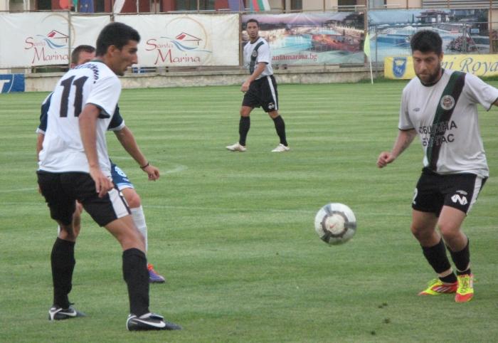 Трима от нафтата в националния по футбол