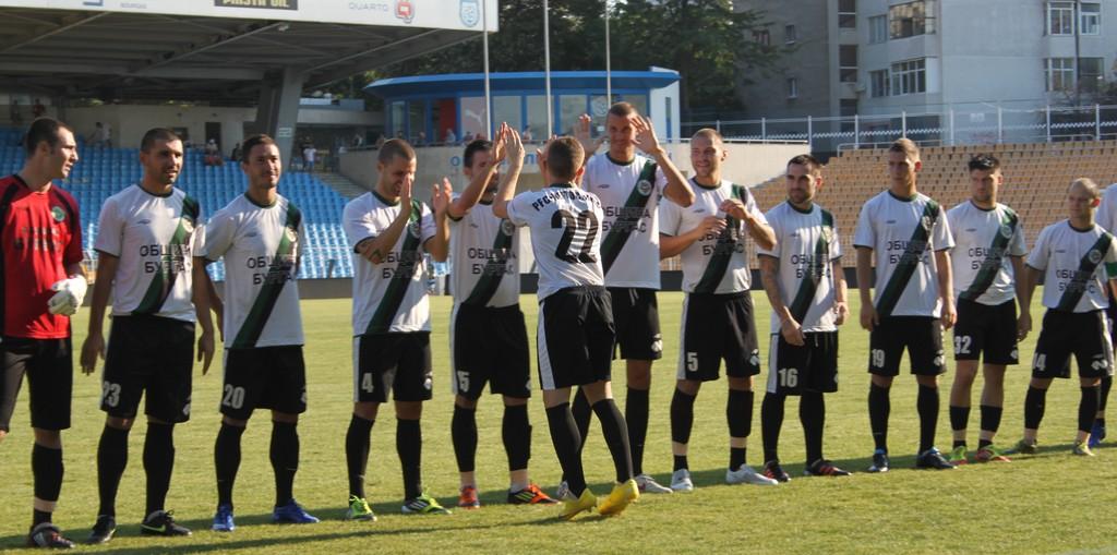 Нефтохимик с група от 18 футболисти за мача в Севлиево