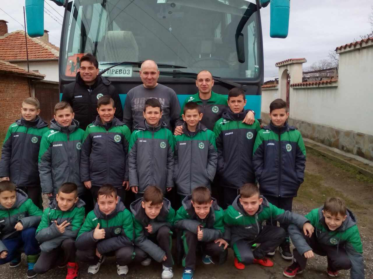 Децата на Нефтохимик заминаха на турнир в Сандански